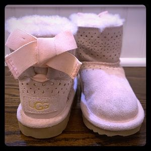 Girls Pink Ugg Boots  size 7